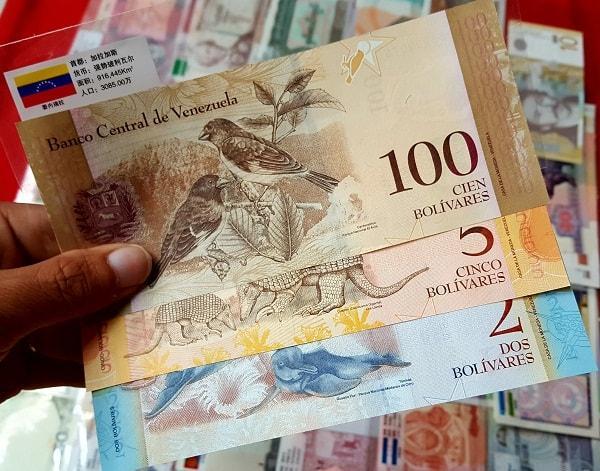 Bộ Tiền 100 Tờ 50 Nước Có Gắn Cờ